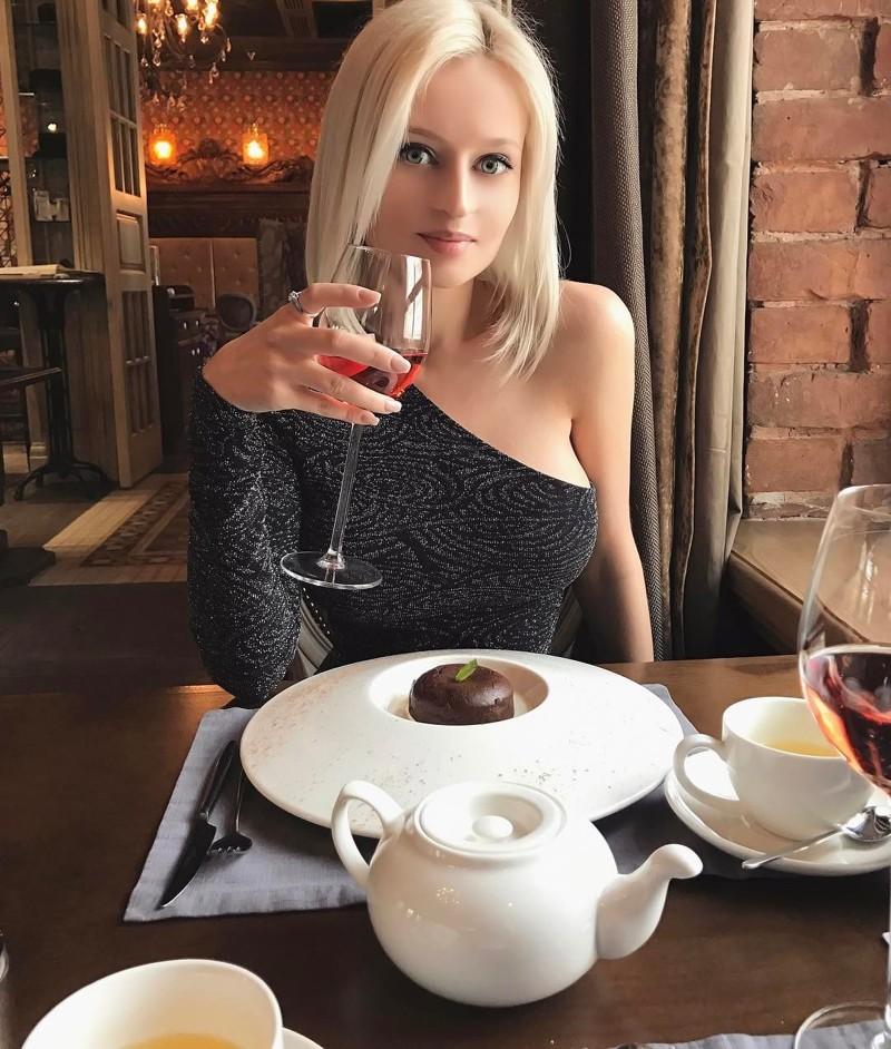 blondinka-yulya-foto-seks-rabi-realno