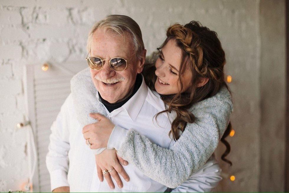 У пожилой жены молодой любовник